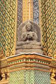 Estatua en los terrenos del gran palacio de bangkok — Foto de Stock