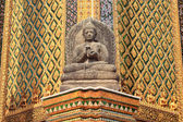 Statue in the grounds of the Grand Palace in Bangkok — Stock Photo