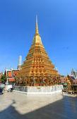Pagode dourada no grand palace, Tailândia — Fotografia Stock