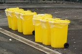 Yellow recycling bin — Stock Photo