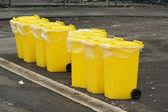 žlutá recyklace bin — Stock fotografie