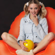Blonde on the orange chair. — Foto Stock