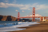 The Golden Gate Bridge w the waves — Stock Photo