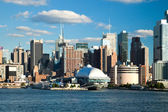 NEW YORK CITY, USA - SEPTEMBER 24: New York Uptown and Intrepid — Stock Photo