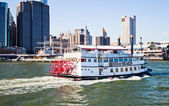 NEW YORK CITY, USA - Paddle Wheel Queen of Hearts steamboat — Stock Photo