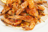 Shrimps prepared with garlic, chilli, white wine and balsamic vi — Stock Photo