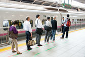 Waiting for shinkansen bullet train — Stock Photo