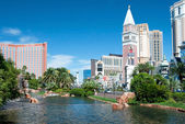 Treasure Island and Venetian Casino Hotel Resort on the Las Vega — Stock Photo