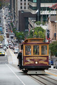 Cable car tram in San Francisco climbing up the street — Stock Photo