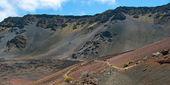 Haleakala crater with trails in Haleakala National Park on Maui  — Stock Photo