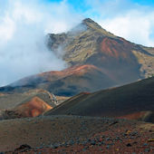 Haleakala crater with trails in Haleakala National Park on Maui — Stock Photo