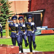 Guard of Honor change at the Tomb of unknown soldier in Moscow — Stock Photo