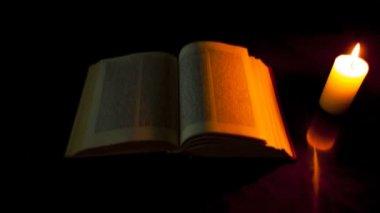 Livro e vela acesa — Vídeo stock