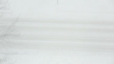 Traffic driving along snow covered road — Video Stock