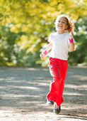 Little girl running in park — Stock Photo