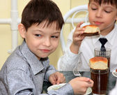 Two boys in school cafeteria eat — Stock Photo