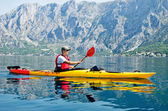 Kayak traveler — Stock Photo