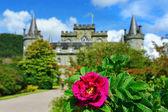 Inveraray castle gardens — Stock Photo