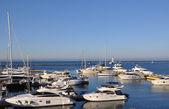 Yachts on the quay waiting. — Stok fotoğraf