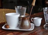 Uma xícara de café em um café — Foto Stock