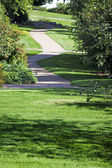 Path through the landscaped park — Stockfoto