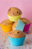 Hausgemachte cupcakes mit silikon-formen — Stockfoto