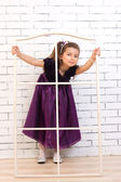 紫色穿裙子的女孩 — 图库照片