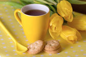Sarı bardak çay — Stok fotoğraf