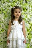 Porträtt av en blyg 5-årig flicka — Stockfoto