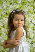 портрет довольно 5-летняя девочка — Стоковое фото