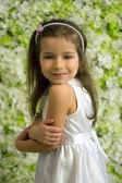 портрет улыбаясь 5-летняя девочка — Стоковое фото