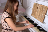 Young woman playing the piano — Stock Photo