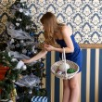Girl dresses up Christmas tree — Stock Photo #31149233