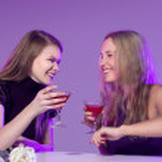 Female friends enjoying cocktails in a nightclub — Stock Photo