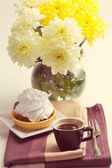 Coffee and cake with whipped cream — Stok fotoğraf