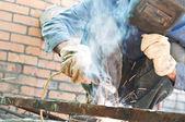 Man welding — Stock Photo