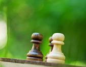 Schaken pionnen op het bord — Stockfoto