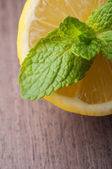 Lemon and mint — Stock Photo