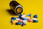 Pilules avec bouteille — Photo