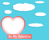 Balões de coração dia dos namorados e nuvens contra o céu azul — Fotografia Stock