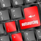 Pulsante sul tasto della tastiera del computer di outsourcing — Foto Stock