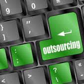 Outsourcing auf computer-tastatur-taste auf die schaltfläche — Stockfoto