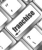 Una tastiera con una chiave di lettura di franchising - concetto di business — Foto Stock