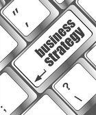 бизнес-стратегия - бизнес-концепций на клавиатуре компьютера — Стоковое фото