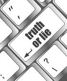 Wording truth or lie on computer keyboard — Stock Photo