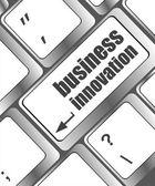 Innovation in den unternehmen - business-konzepte auf computer-tastatur — Stockfoto