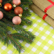 Christmas fir tree with golden gift box set — ストック写真