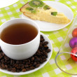 Christmas decoration with cup of coffee, coffee beans and sweet kiwi cake — 图库照片