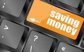 在计算机键盘上用一个按钮保存投资的钱 — 图库照片