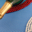 Wine and Pearls on blue background — 图库照片